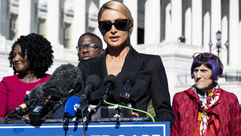 """Paris Hilton denuncia haber sufrido """"abusos físicos y psicológicos"""" en centros para jóvenes con problemas y pide mayor control por parte del Estado"""