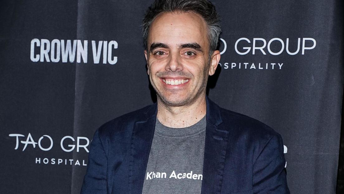 Dan de alta a Joel Souza, el cineasta baleado accidentalmente por Alec Baldwin durante el rodaje de una película