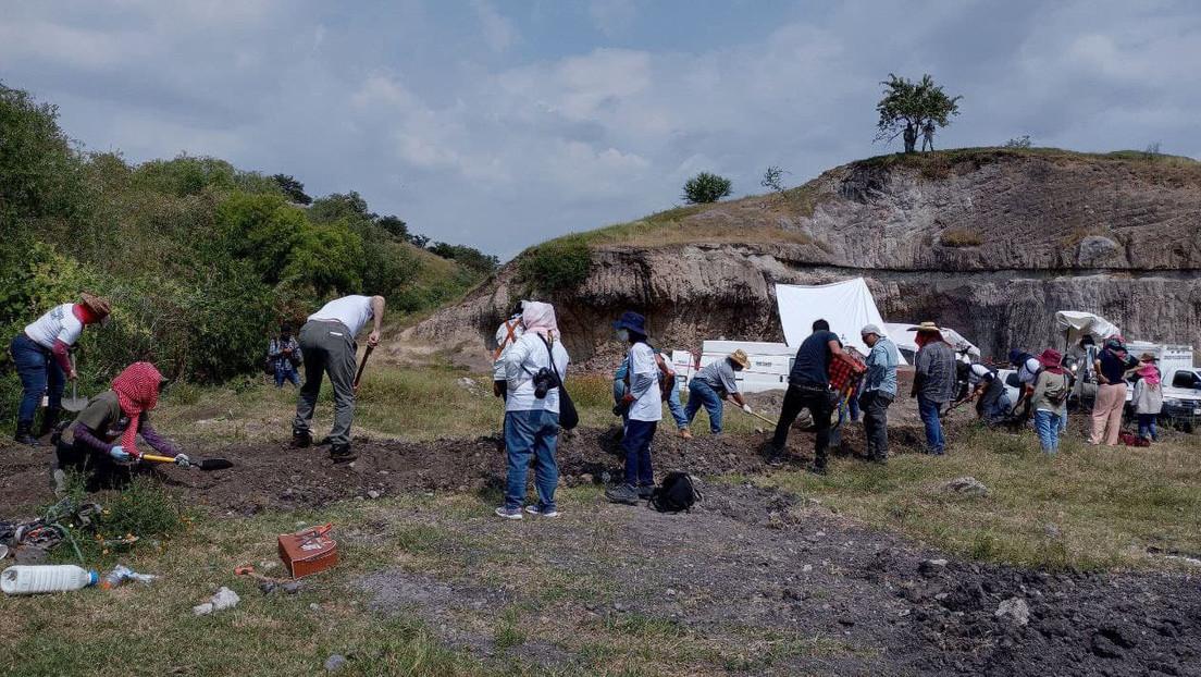 """""""Puede ser una gran fosa masiva"""": El hallazgo de la Brigada de Búsqueda de Desaparecidos en México en una mina de arena en Morelos"""