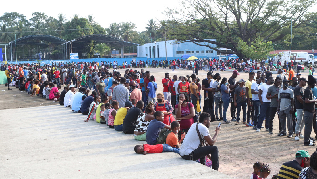 A large migrant caravan leaves Tapachula for Mexico City
