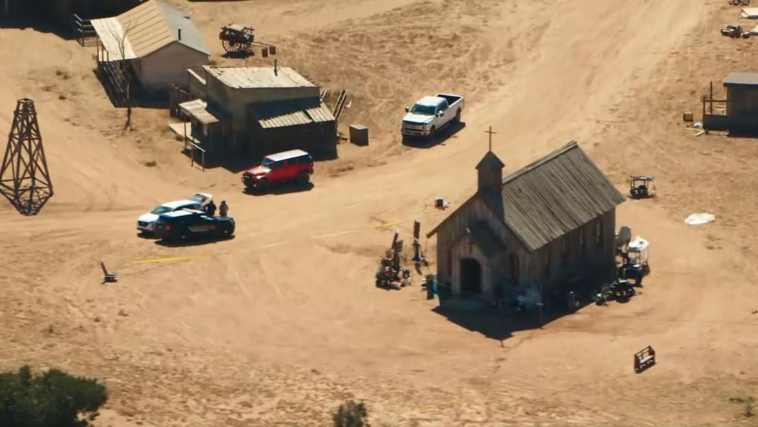 """""""Es responsable"""": una llamada al 911 revela que la supervisora de guion de 'Rust' culpa al asistente de dirección del accidente con Alec Baldwin"""