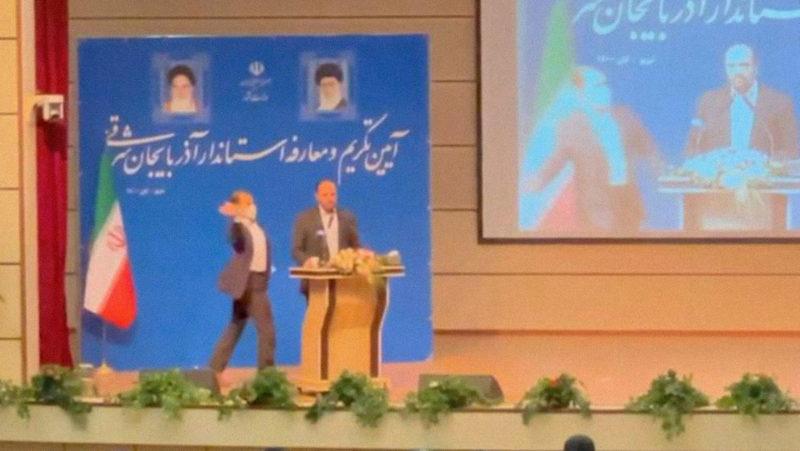 VIDEO: Un hombre abofetea a un gobernador iraní en plena ceremonia de toma de posesión del cargo