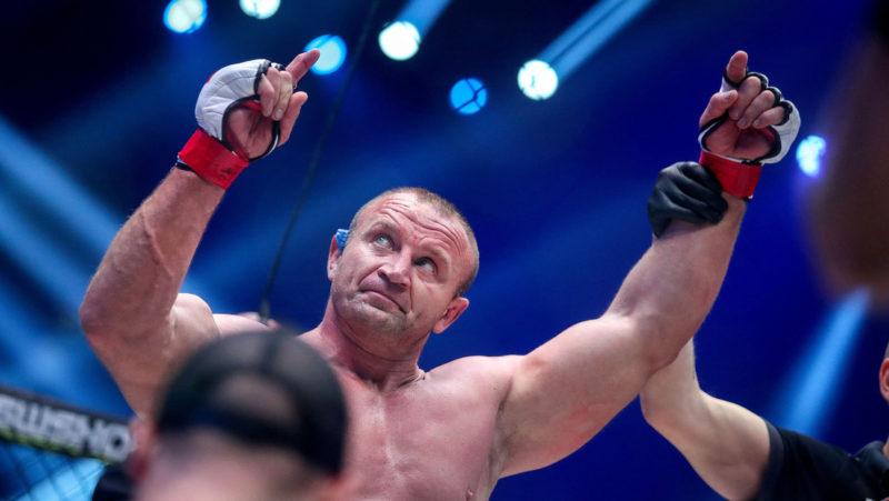 VIDEO: El cinco veces 'hombre más fuerte del mundo' protagoniza un nocaut fulminante en 18 segundos en una pelea de superpesados de MMA