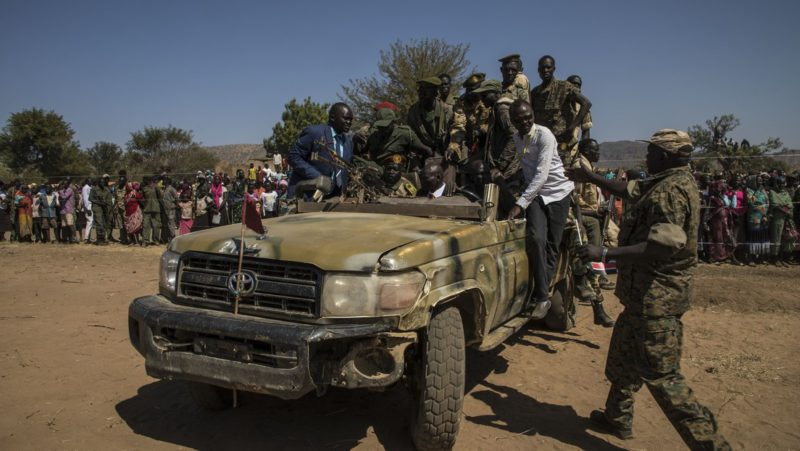 Reportan un golpe de Estado en Sudán: la casa del primer ministro es rodeada por militantes armados y varios funcionarios son detenidos