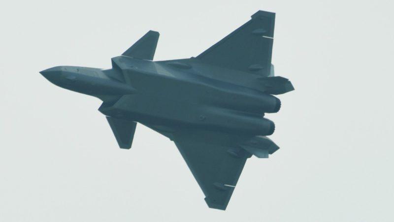 China desarrolla el primer cazabombardero biplaza de quinta generación del mundo