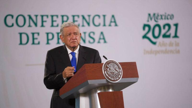 """López Obrador afirma que la sentencia de la Suprema Corte contra la prisión preventiva automática """"protege la corrupción"""""""