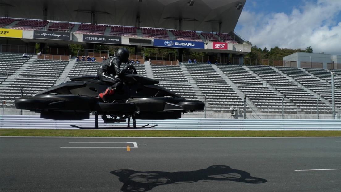 VIDEO: Una 'start-up' japonesa presenta su futurista moto voladora con 6 hélices (y un precio por las nubes)