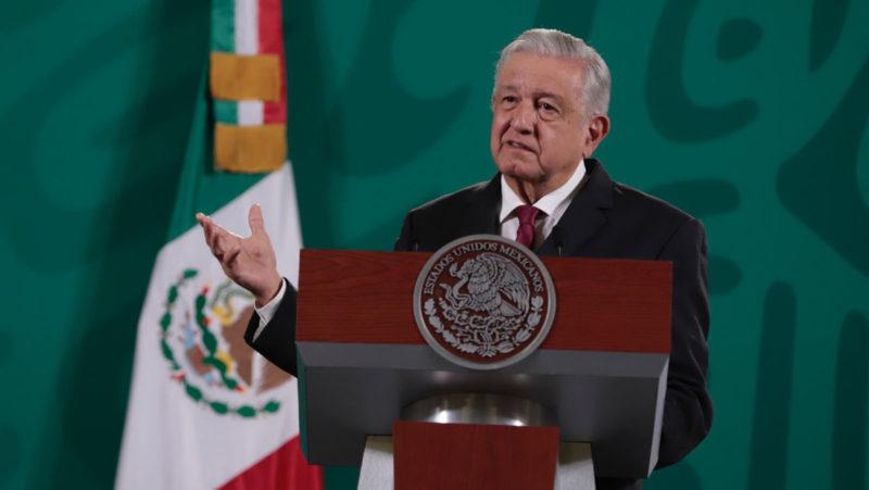 """""""¿Cuánto le pagan a Vargas Llosa?"""": Las críticas de López Obrador al presidente de la Feria Internacional del Libro de Guadalajara"""
