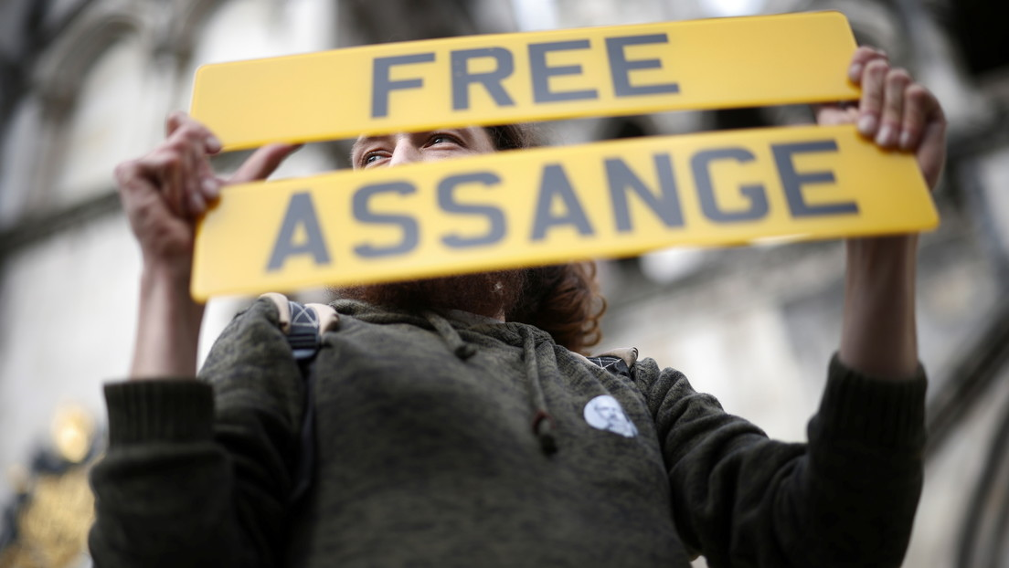 """Assange's lawyer: """"US criminalizes the publication of truthful information from anonymous sources"""""""