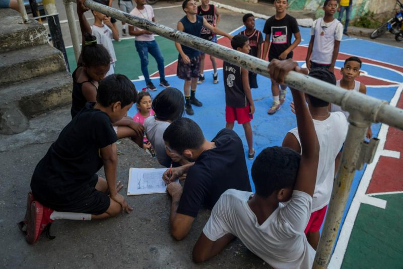 37% of young Venezuelans neither study nor work, according to a national survey