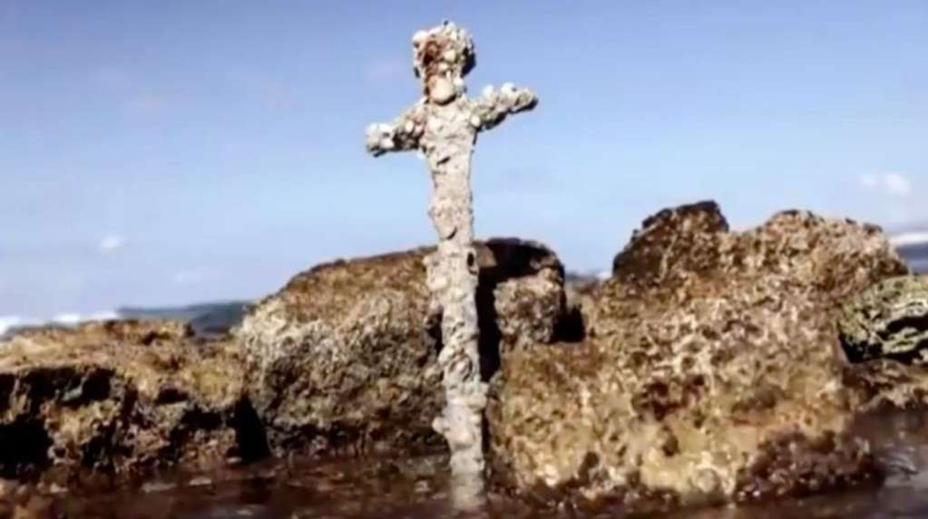 A diver found a 900-year-old sword at the bottom of the sea