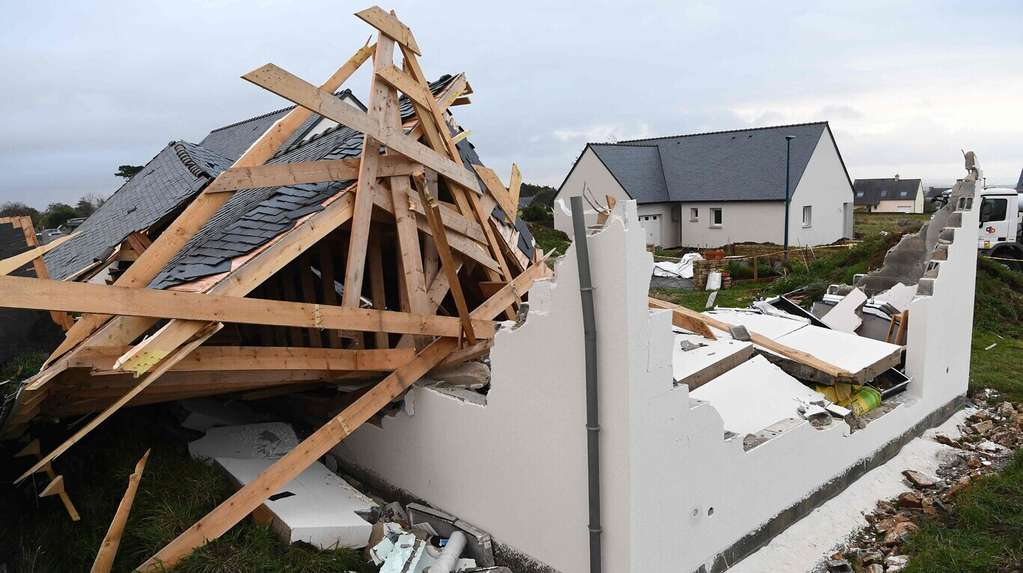 Damaged by storm Aurora in France: more than 250,000 homes were without power
