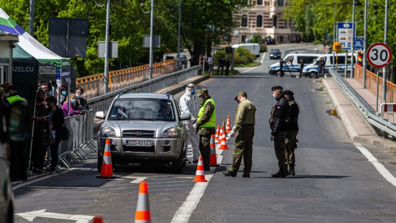 German Police prevent 50 far-rightists from patrolling the Polish border to hunt immigrants