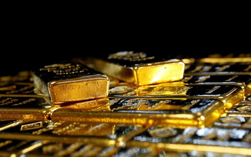 Gold falls on US bond yield rebound, reducing bullion appeal