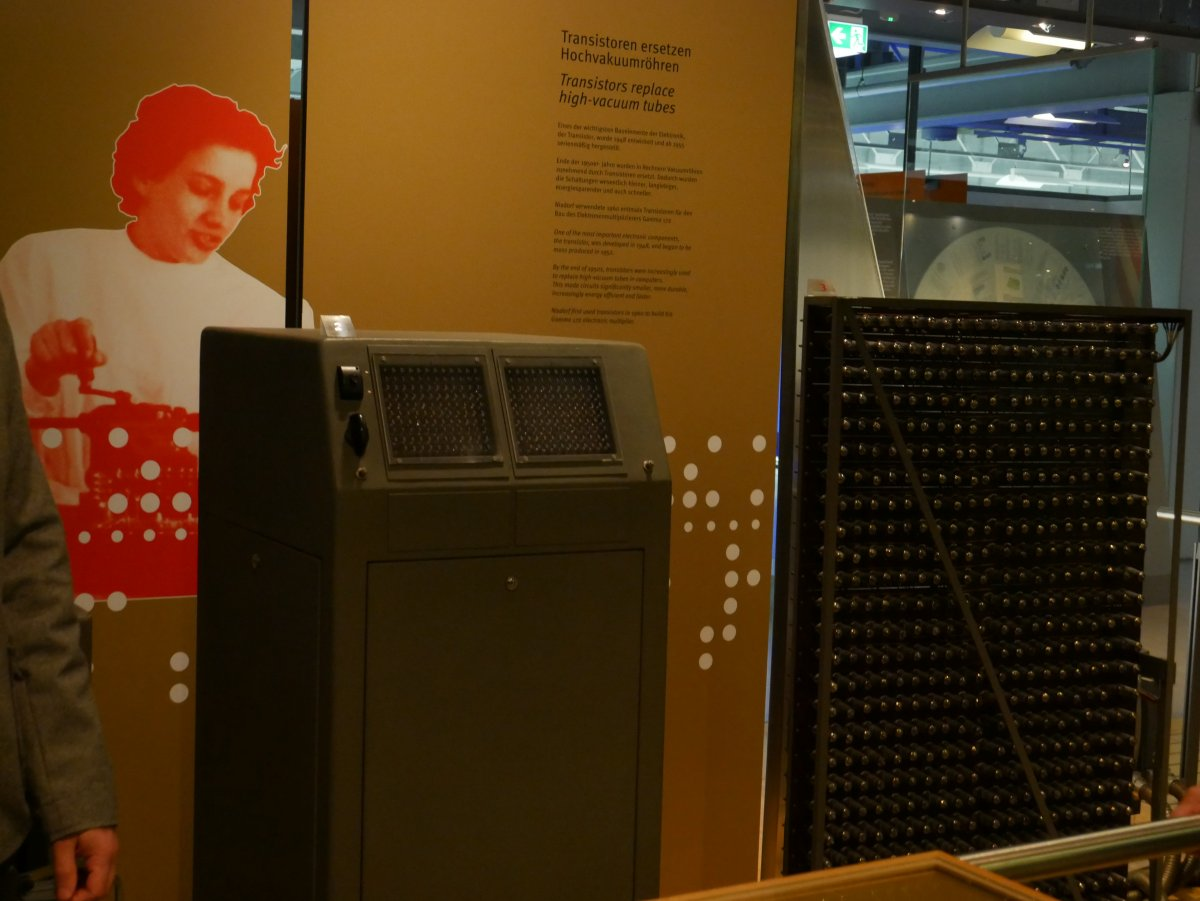 Heinz Nixdorf Museumsforum: A new old computer for a birthday