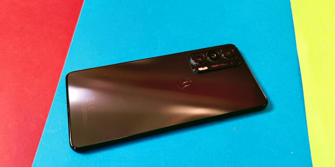 Motorola Edge 20 in the test: fast, thin, great OLED display