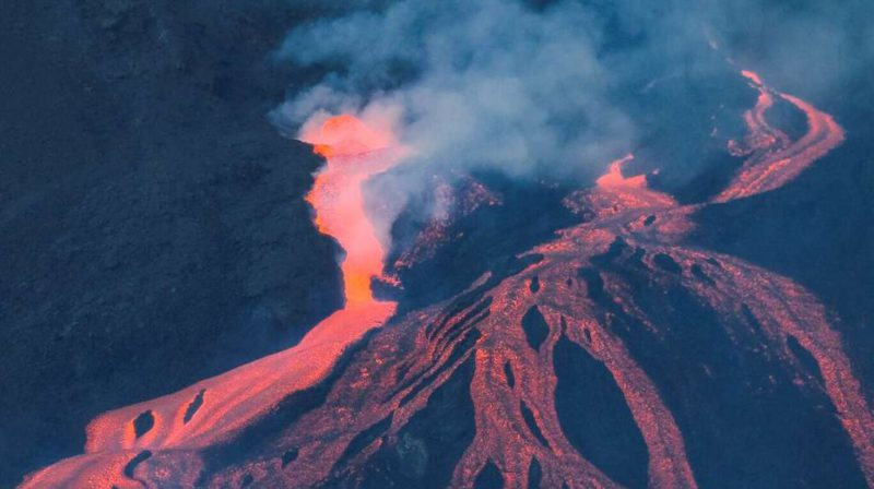 One month after the eruption, the La Palma volcano continues to emanate lava: How is the island?