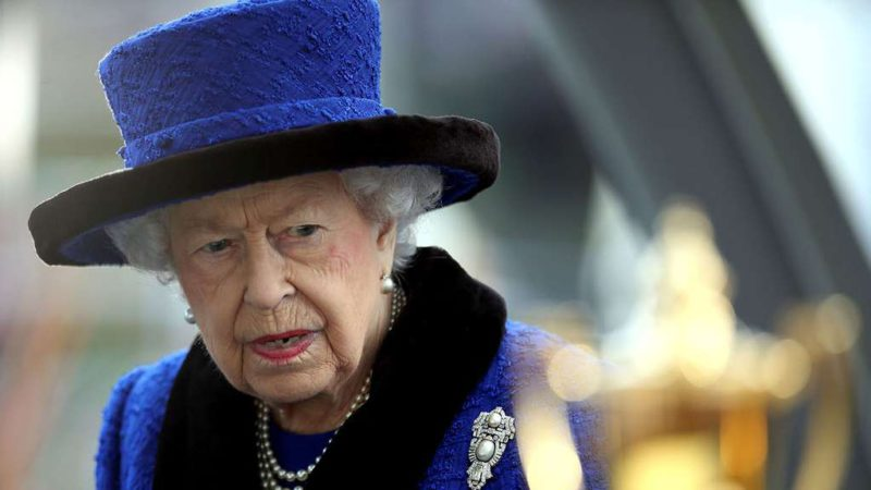 Queen Elizabeth II's health is concerned: she walks with a cane and suspended her participation in the climate summit