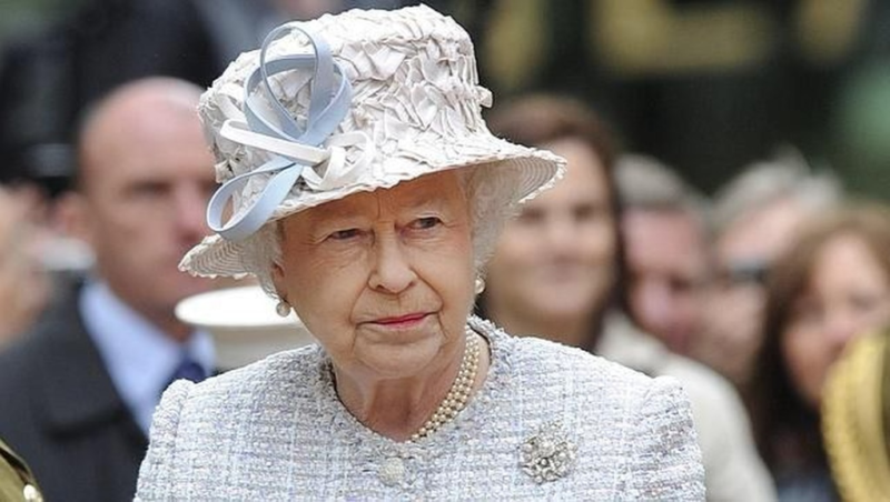 """Queen Isabell II """"is resting"""" and canceled a trip to Northern Ireland"""