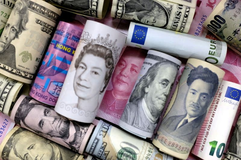 Rise in risk currencies pauses its advance, the yen recovers