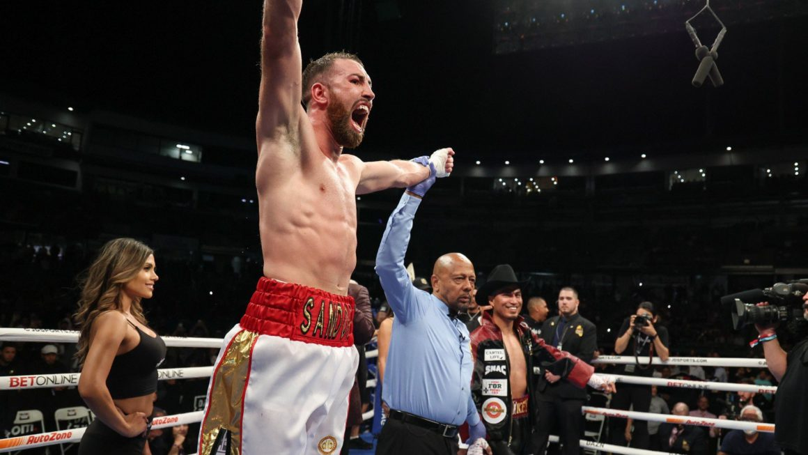 Sandor Martín conquers the United States by defeating Mikey García