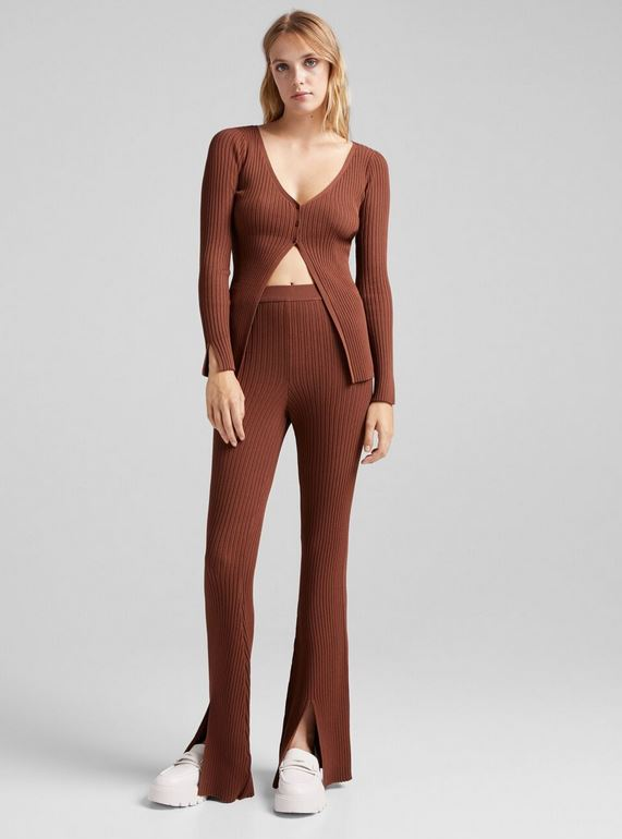 The Bershka rib pants with a 40% discount that do not envy anything to the Balmains