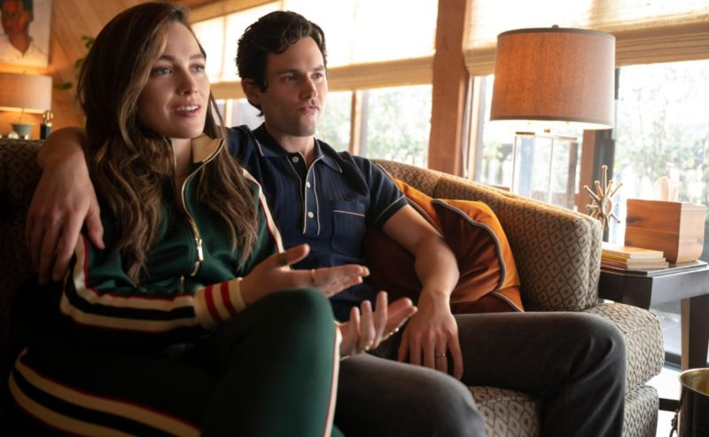 Victoria Pedretti would be in a relationship with a partner of You and is not Penn Badgley