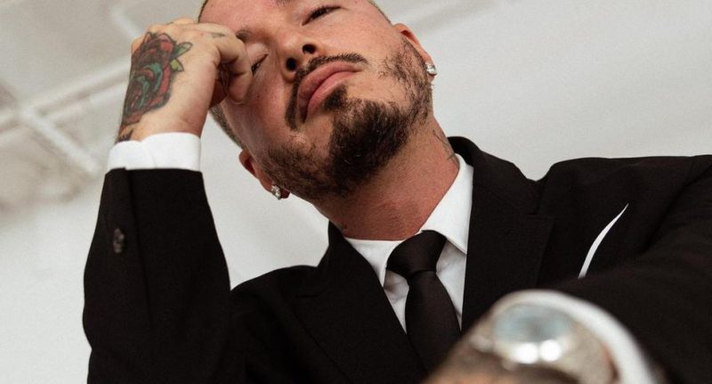 """J Balvin on the song 'Perra': """"I want to apologize to women, the gay community and my mother"""" (video) - MAG."""