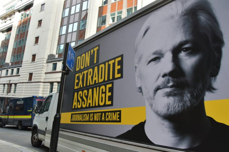 Wikileaks founder Julian Assange: court negotiates extradition to the USA
